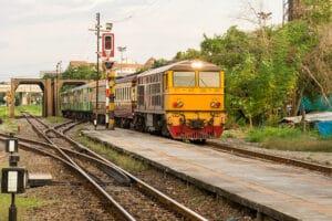 tren viejo tailandia